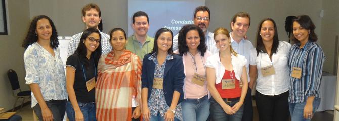 Marlene Pereira ministra treinamento para a CAIXA