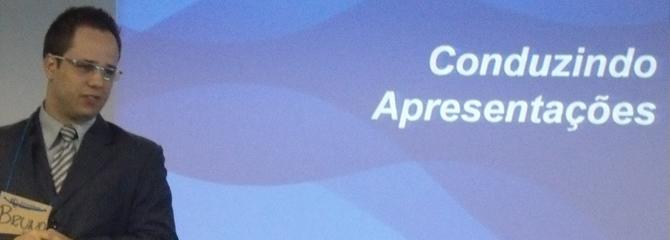 Conduzindo apresentações para profissionais da CAIXA